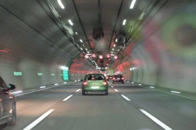 Autos im Tunnel